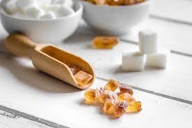 faire un roux cuisine blanc et sucre roux pour faire cuire des bonbons sur la fin en bois