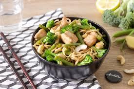 cuisiner au wok wok de dinde fermière aux légumes croquants la recette de wok de