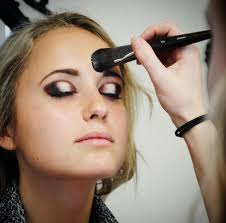 classes for makeup what to look for in a world class makeup artist school