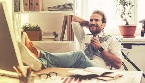 le de bureau sur pied repose pied un indispensable pour votre bureau mais pas que