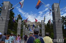 South Dakota traveling the world images Mount rushmore and the crazy horse monument south dakota jpg