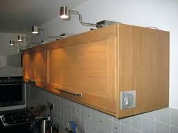 eclairage plan travail cuisine comment poser un acclairage de meuble haut leroy merlin eclairage