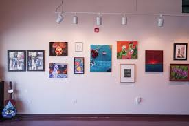 Showcase For Drawing Room Showcase Shines Light On Art U0027s Therapeutic Role The Badger Herald
