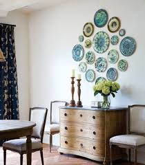dining room with french style furniture and decorated with plate