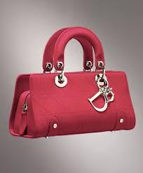 أحدث موديلات شنط لماركة Dior images?q=tbn:ANd9GcSXInFZrPgWNnlDklBqxgspxelweGDpJ802medfTNLntM42mNwu