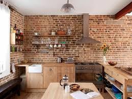 en cuisine avec mur briques exposées dans la cuisine une très idée déco