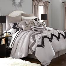 Chevron Print Bedding Set A Lovely Chevron Print In Black And Grey Sits Atop A White