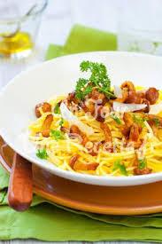 cuisiner des girolles pâtes aux girolles et au parmesan recette facile un jour une recette