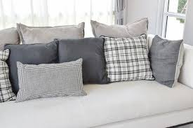 Throws For Sofa by 35 Sofa Throw Pillow Examples Sofa Décor Guide Home Stratosphere