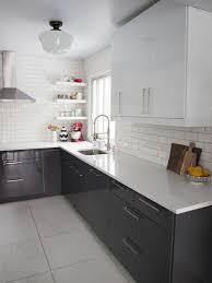 cuisine moderne blanc 1 cuisine lаquée gris avec meubles lаqués gris carrelage beige
