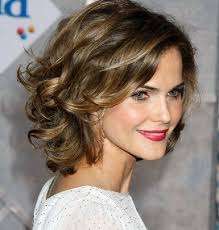 short wavy hairstyles for women s shoulder length middle ages
