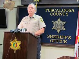 tuscaloosa deputy took shot in leg before killing holt robbery