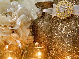 modern style gold and white christmas table decorations with