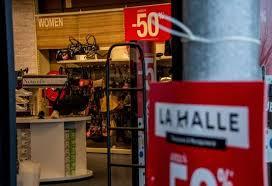 la halle si e social vivarte vend andré et naf naf et ferme 147 magasins la halle aux
