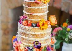pictures of how to cut a round fruit wedding cake short and sweet