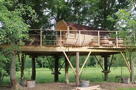 chambre d hote cabane dans les arbres cabane tonneau les cabanes de canon