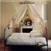 lit de chambre où placer lit pour mieux dormir
