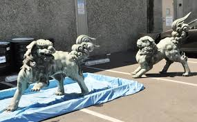 japanese guard dog statues asian museum bathing lions