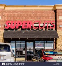 supercuts a beauty shop specializing in haircuts in a strip mall