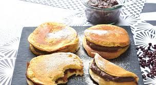recettes cuisine pour enfants recette pour enfant blinis à la vanille fourrés de pâte anko