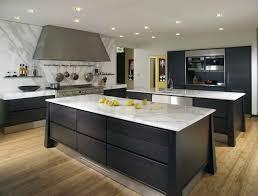 cuisine marbre blanc design interieur cuisine moderne îlot plans marbre blanc bois noir