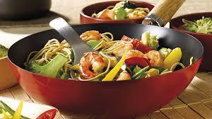 recette de cuisine au wok wok de nouilles aux gambas et légumes recette knorr