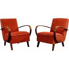 fauteuils rouges paire de fauteuils vintage rouges jindrich halabala 1950