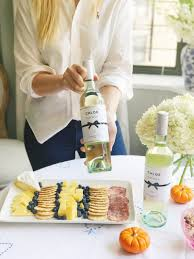 4 tips on entertaining friends at home this fall lauren nelson