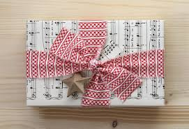 unique christmas wrapping paper 14 sophisticated eco and diy christmas gift wrapping ideas