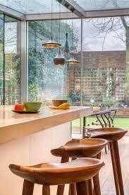 cuisine originale en bois chaises de bar dans la cuisine contemporaine 18 idées cool