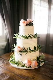 beautiful summer wedding cakes wedding cake peach and leaves