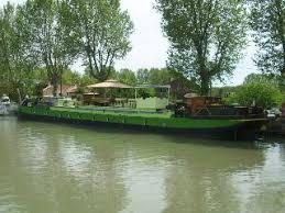 chambre d hote herault avec piscine apt du boat e dans péniche avec piscine sur à béziers