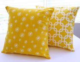 coussin décoratif pour canapé on a choisi 50 housses de coussins pour trouver la meilleure