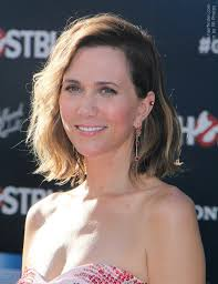 how to style a wob hairstyle kristen wiig s long wavy bob or wob hairstyle with ombré color