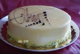 glacer cuisine gâteau d anniversaire génoise et glaçage miroir au citron
