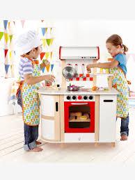 vertbaudet cuisine en bois grande cuisinette en bois hape multicolore cette cuisinette toute