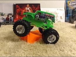 wheels monster jam grave digger truck 2016 wheels monster jam green grave digger 1 64 review youtube