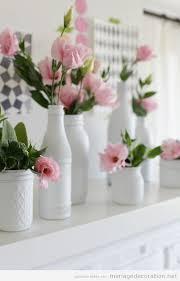 centre de table mariage pas cher vases blancs et fleures roses un centre de table simple et