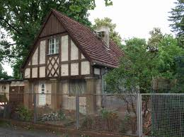 Wohnhaus Zu Verkaufen Straßenabc A Wie Arnimallee Stadtrandnachrichten