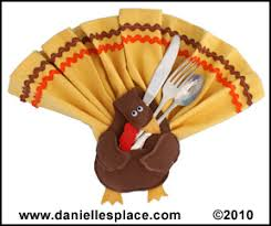 turkey napkin ring thanksgiving crafts kids can make