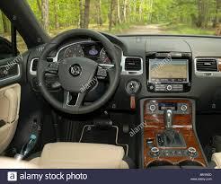 volkswagen touareg 2017 interior volkswagen touareg 3 0 tdi v6 bluemotion my 2010 mk2 german