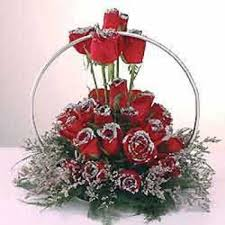 ring shape arrangement of 25 red roses with silver myflowergift