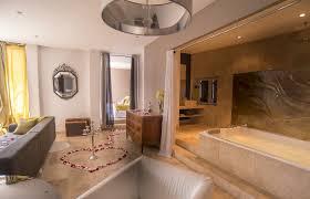 hotel avec bain a remous dans la chambre les plus beaux hôtels avec privatif en momondo