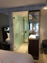 hotel amsterdam dans la chambre salle de bain ave et wc ouverte sur la chambre picture of