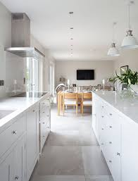 Pictures Of White Kitchen Cabinets by Best 20 Modern Shaker Kitchen Ideas On Pinterest Modern Country