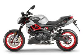 aprilia motocross bike 2017 aprilia shiver 900 first look 10 fast facts