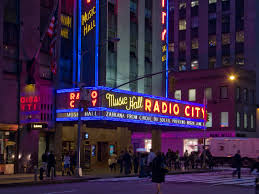 radio city music hall opera house in new york city thousand