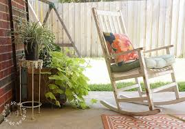 Low Cost Patio Furniture - need inspiration for a budget friendly patio makeover