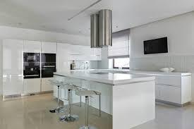 cuisine laque blanc cuisine laqué blanc et bois en photo
