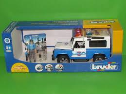 land rover bruder 02595 land rover defender station wagon polizeifahrzeug mit